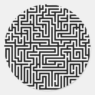 Laberinto blanco y negro del laberinto pegatina redonda