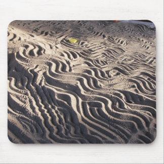 Laberinto de la arena con las pistas del escarabaj alfombrillas de ratones