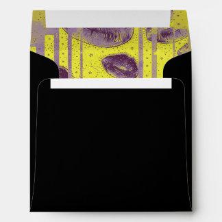 Labios amarillos fluorescentes de la lavanda sobre