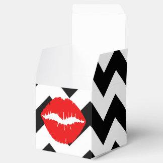 Labios rojos en zigzag blanco y negro cajas para detalles de boda