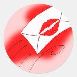 Labios rojos sellados con un beso pegatina redonda
