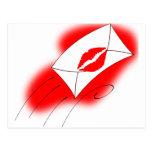Labios rojos sellados con un beso tarjeta postal