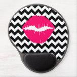 Labios rosados brillantes en zigzag blanco y negro alfombrilla con gel
