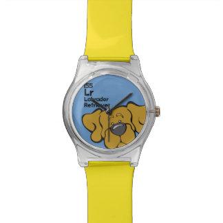 Laboratorio amarillo - la tabla del perro reloj