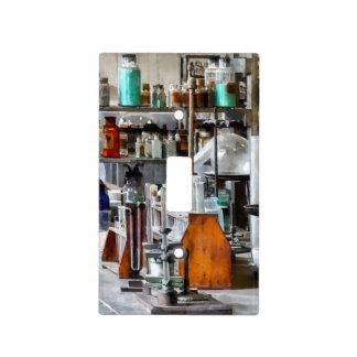 Laboratorio de Chem con los tubos de ensayo y la r Placas Para Interruptor