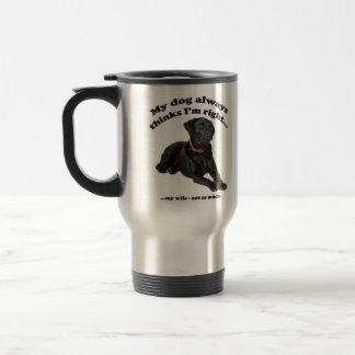 Laboratorio negro contra la taza de la esposa