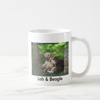 Laboratorio y beagle taza