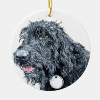 Labradoodle negro adorno navideño redondo de cerámica