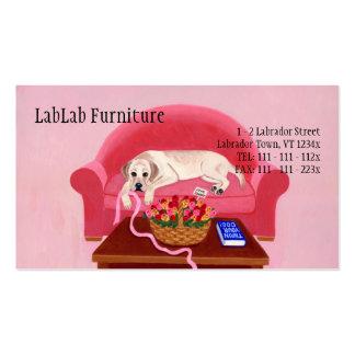 Labrador amarillo en el sofá rosado tarjetas de visita