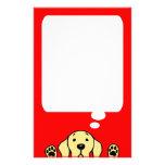 Labrador amarillo que le mira papelería de diseño