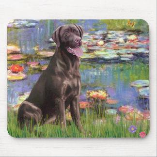 Labrador (Chcolate) - Lilies 2 Mouse Pad