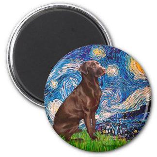 Labrador (Chocolate1) - noche estrellada Imán Redondo 5 Cm
