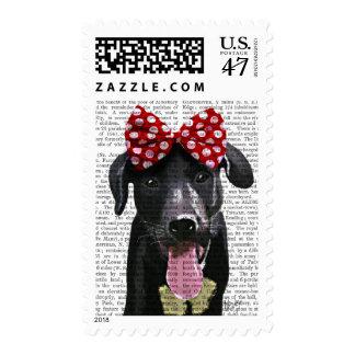 Labrador negro con el arco rojo en la cabeza sello postal