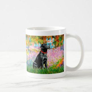 Labrador (negro) - jardín taza de café