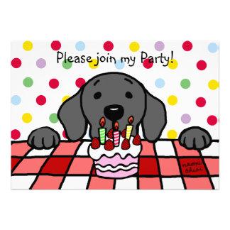 Labrador negro que le mira cumpleaños