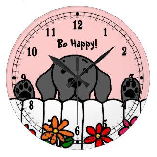 Labrador negro que le mira reloj redondo grande