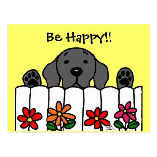 Labrador negro que le mira tarjeta postal