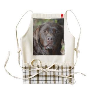 Labrador retriever adorable del chocolate delantal zazzle HEART