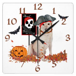 Labrador retriever amarillo Halloween Relojes De Pared