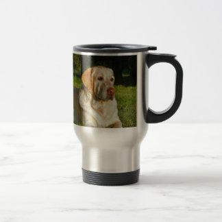 Labrador retriever amarillo taza de viaje