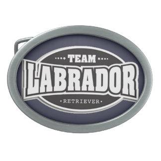 Labrador retriever del equipo hebillas cinturón ovales