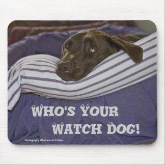 Labrador retriever en cama mousepad
