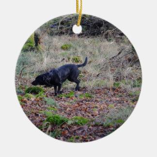 Labrador retriever negro adorno redondo de cerámica