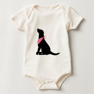 Labrador retriever negro mameluco de bebé