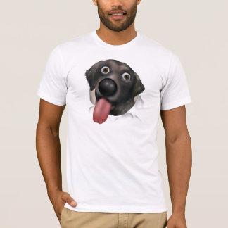 Labrador retriever (negro) que revienta hacia playera