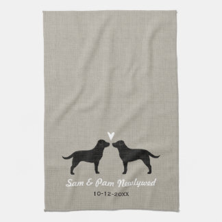 Labradores retrieveres negros con el corazón y el toallas de cocina