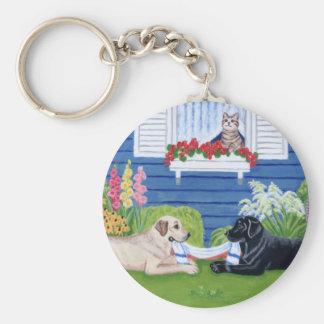 Labradors en la pintura del jardín llavero redondo tipo pin
