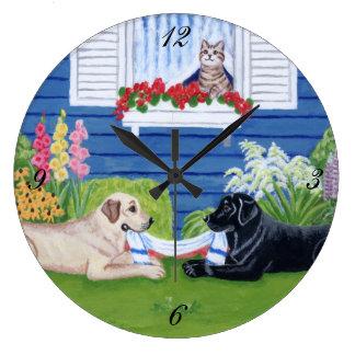 Labradors en la pintura del jardín reloj redondo grande