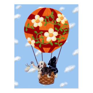 Labradors y pintura del globo del aire caliente tarjeta postal