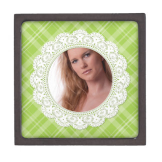 Lace and Plaid -butterfly on green- Premium Gift Box
