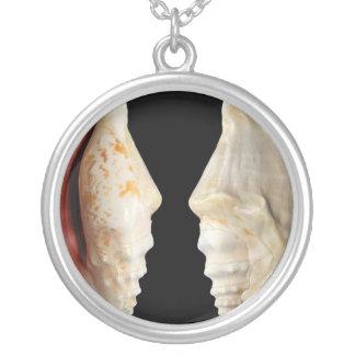 Laciniate Conch Round Pendant Necklace