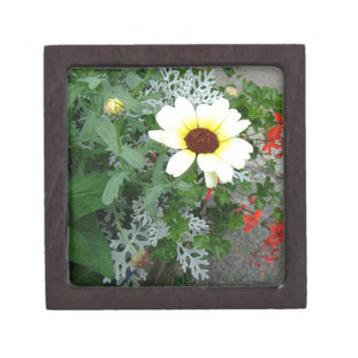 Lacy leaves and flowers premium jewelry box