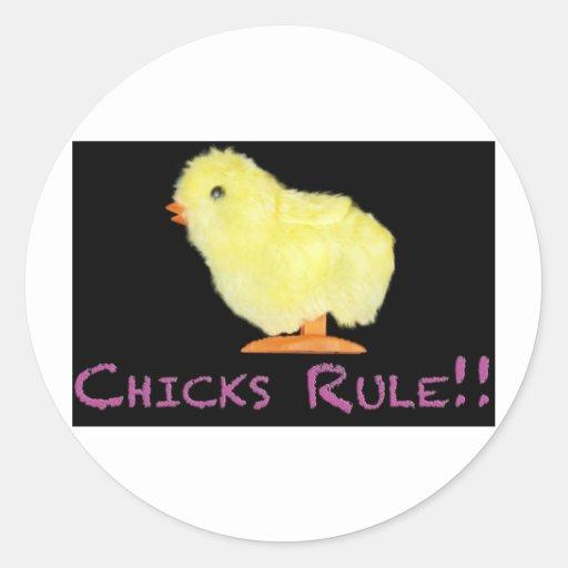 Lado de la regla de los polluelos pegatina redonda