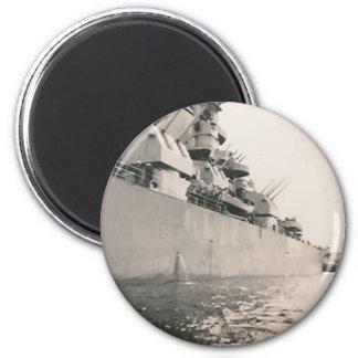 lado del imán militar del barco de la Armada