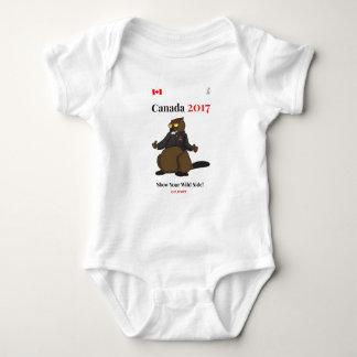 Lado salvaje fresco de Canadá 150 en 2017 Body Para Bebé