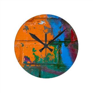Ladrillo de la pintada reloj redondo mediano