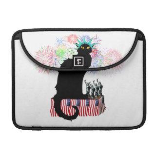 Lady Liberty - Patriotic Le Chat Noir Sleeve For MacBook Pro