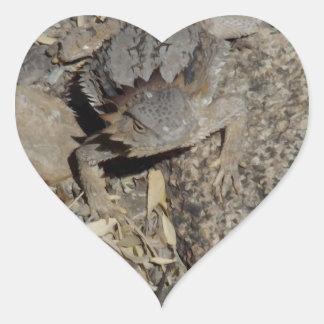 Lagarto de cuernos pegatina en forma de corazón