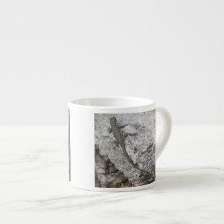 Lagarto en roca taza espresso