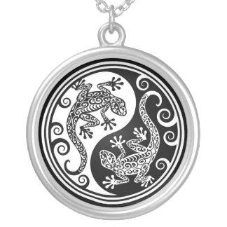 Lagartos blancos y negros de Yin Yang Pendientes Personalizados