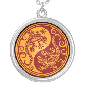 Lagartos rojos de oro de Yin Yang Collares Personalizados