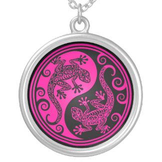 Lagartos rosados y negros de Yin Yang Collares