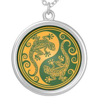 Lagartos verdes de oro de Yin Yang Pendiente