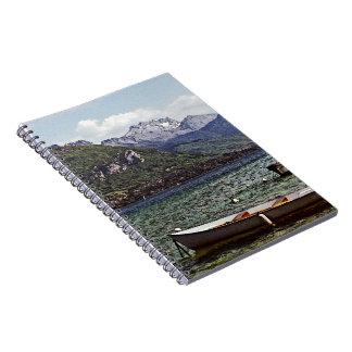 Lago annecy con las montañas en el fondo libreta