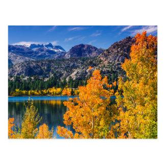 Lago autumn hacia junio, California Postales