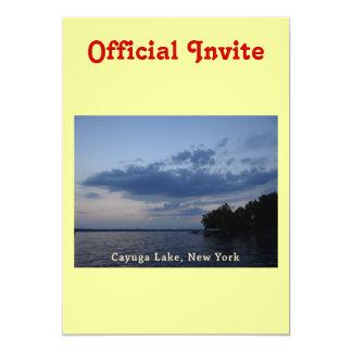 """Lago azul NY Cayuga del cielo de la puesta del sol Invitación 5"""" X 7"""""""